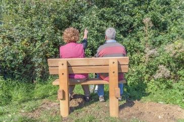 Alison/Ian certainly agree, pointing out birds.....